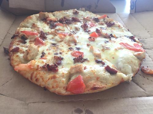 35 - Cali Chicken Bacon Ranch Pizza - Domino's Pizza Puerto Plata