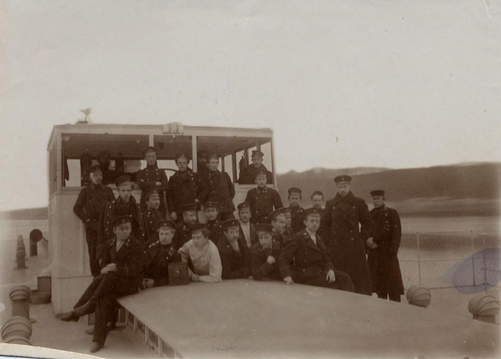 Группа воспитанников технического училища на палубе парохода на Оке.1907