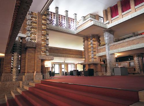 帝国ホテル中央玄関・萬平が福子に告白