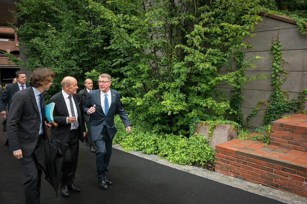 Jean-Yves Le Drian and Ash Carter