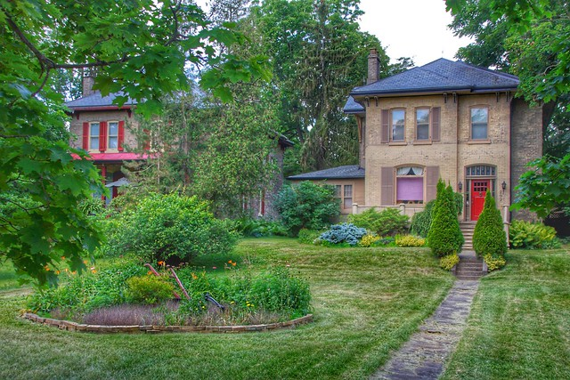 Paris Ontario - Canada - 207 Grand River Street North -   Architecture Italianate