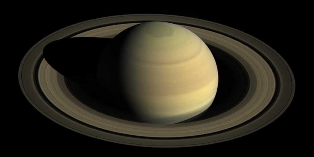 L'étonnante complexité chimique des anneaux de Saturne