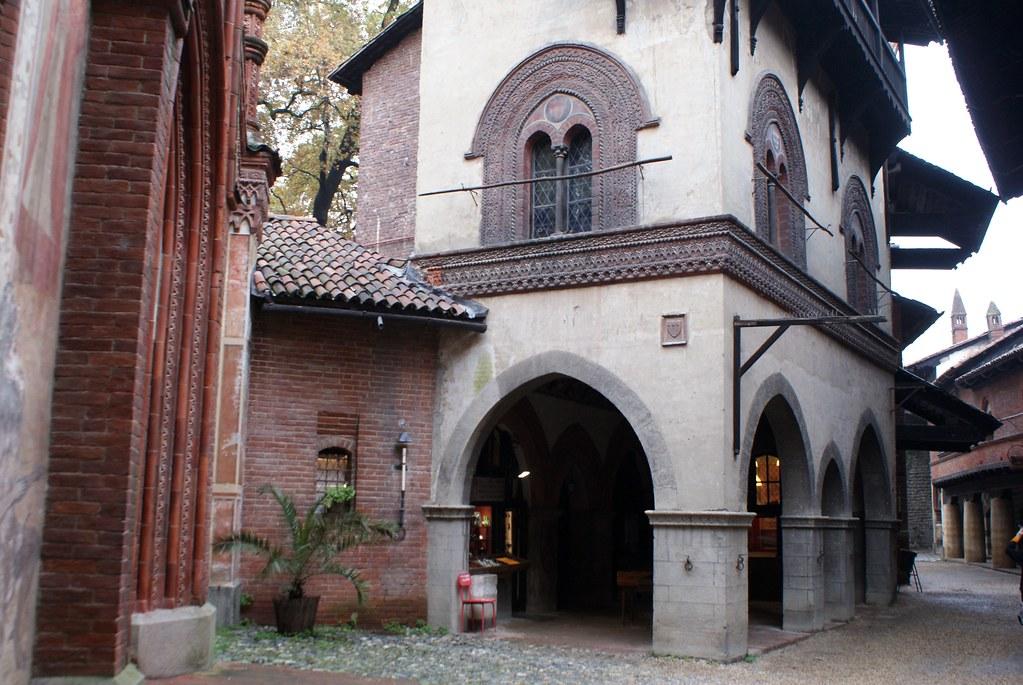 A l'intérieur du Borgo Medievale dans le parc Valentino à Turin.
