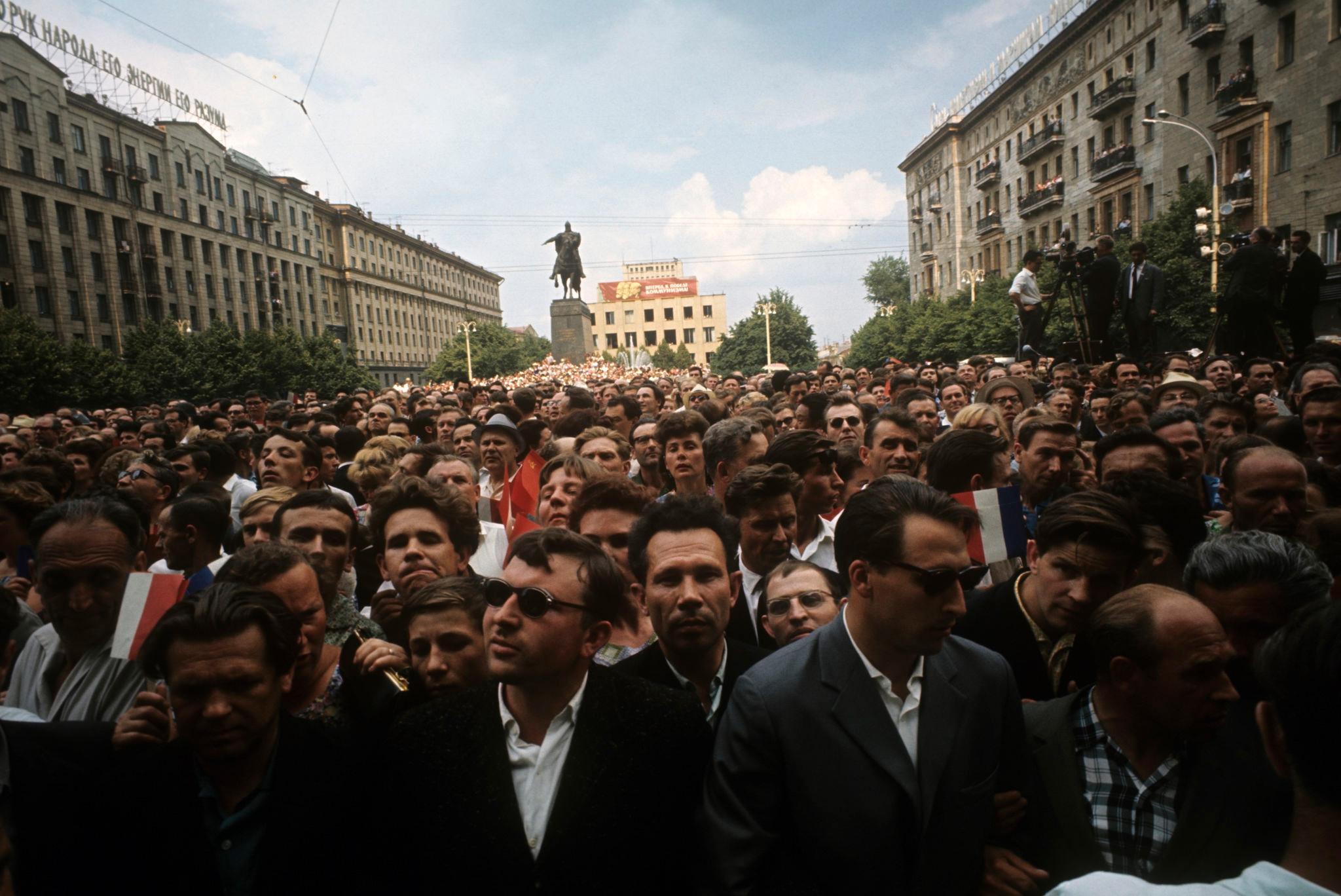 Москвичи встречают Шарля де Голля