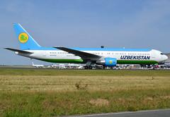 UK67006, Boeing 767-33P(ER), 40535 / 1054, HY-UZB-Uzbekistan-Uzbekistan Airways, CDG/LFPG 2018-07-16, taxiway Alpha-Loop.