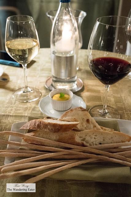 Colmello di Grotta Coldigrotta Merlot and Sauvignon Blanc with bread service and pumpkin butter