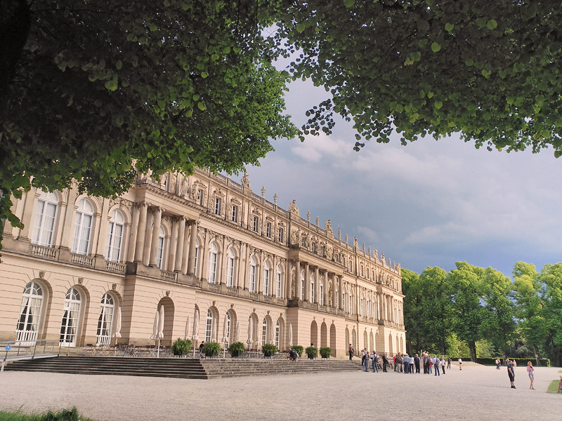 En la foto aparece el Palacio de Herrenchiemsee, uno de los tres mandados construir por Luis II de Baviera