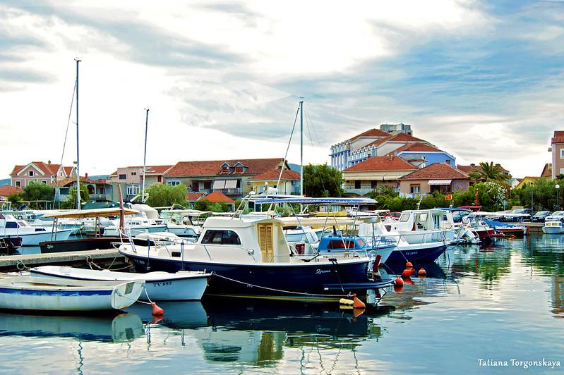 Лодки в гавани Калимань