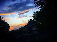Keluar kampus dapat sajian ini, :clap::grin: . #mantan #mhsum #mahasiswaum #landscape #sky #dusk #evening #iphone