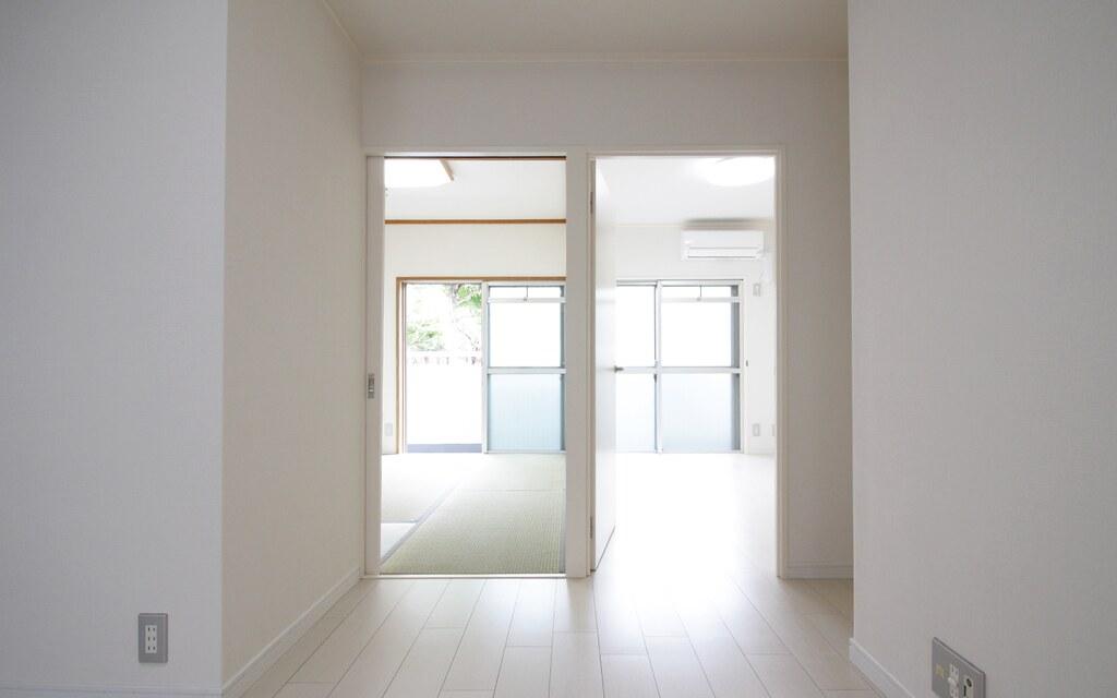奥の2つの居室(洋室と和室)