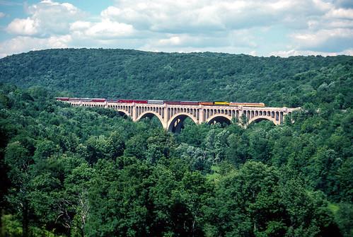 pennsylvania nationalrailwayhistoricalsociety newyorksusquehannawestern bridge delawarelackawannawestern diesel dlw lackawanna nrhs nysw pa kingsley unitedstates us