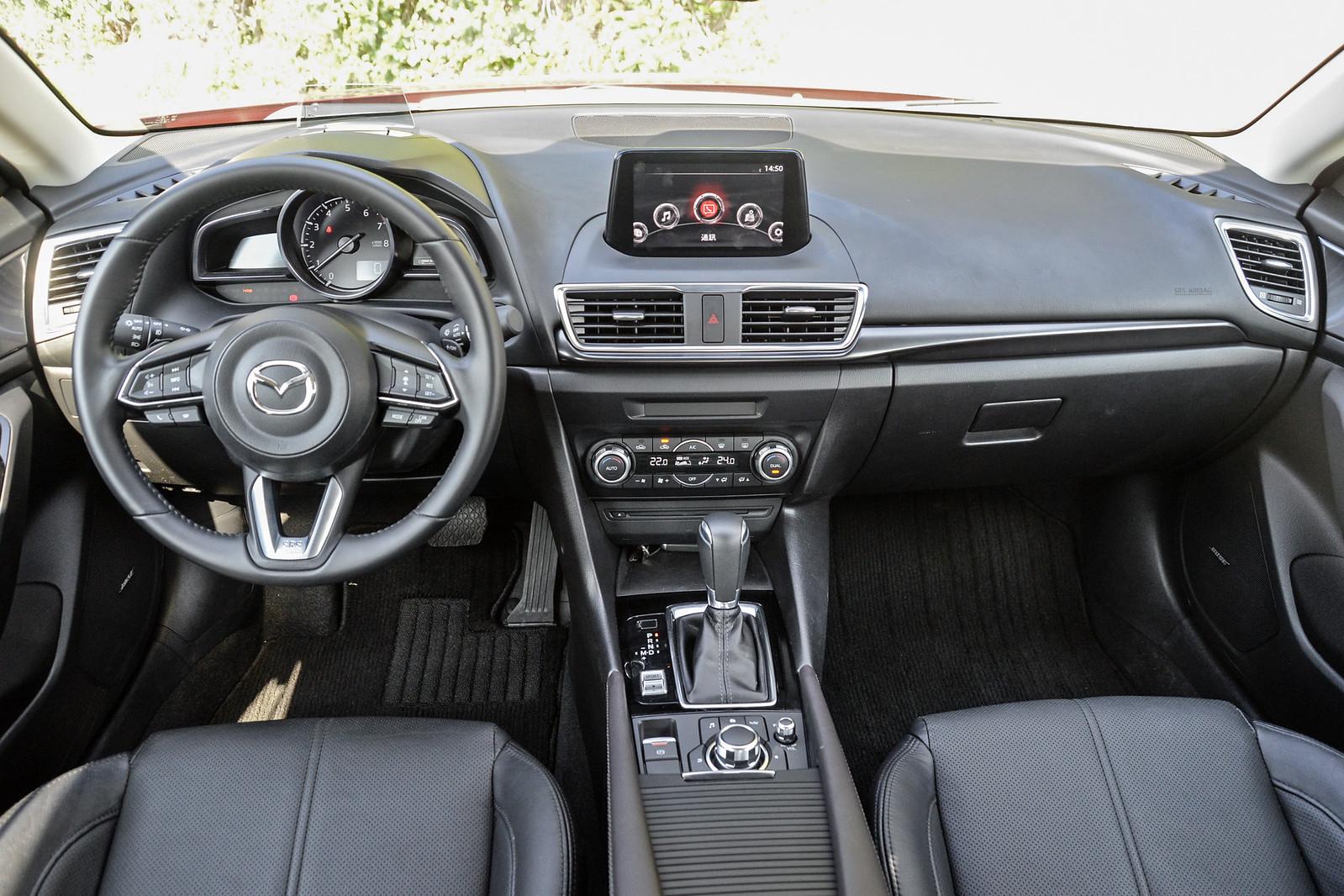 Mazda3-21