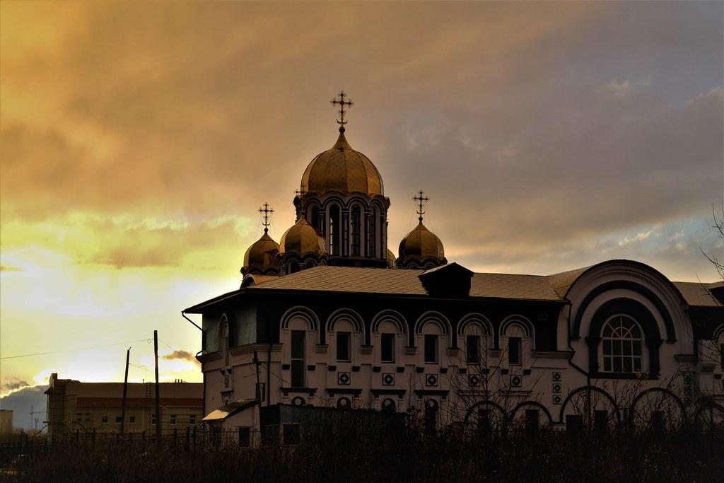 Золотые небеса над куполами!