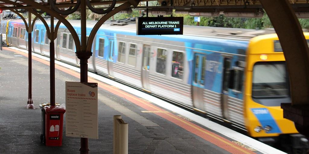 Armadale station, platform 3