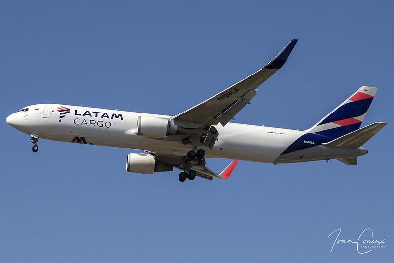 Boeing 767-316/ER – LATAM Cargo – N536LA – Brussels Airport (BRU EBBR) – 2018 09 27 – Landing RWY 19 – 01 – Copyright © 2018 Ivan Coninx
