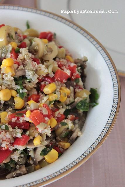 kinoalı mantar salatası