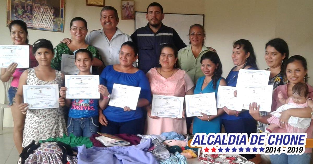 Alcaldía clausuró talleres en dos comunas campesinas Los Suches y Menos Pensado de Chone