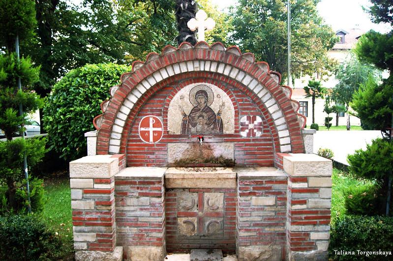 Питьевой фонтан на территории