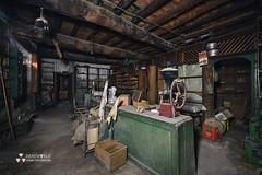 UE: Vintage Hardware Store