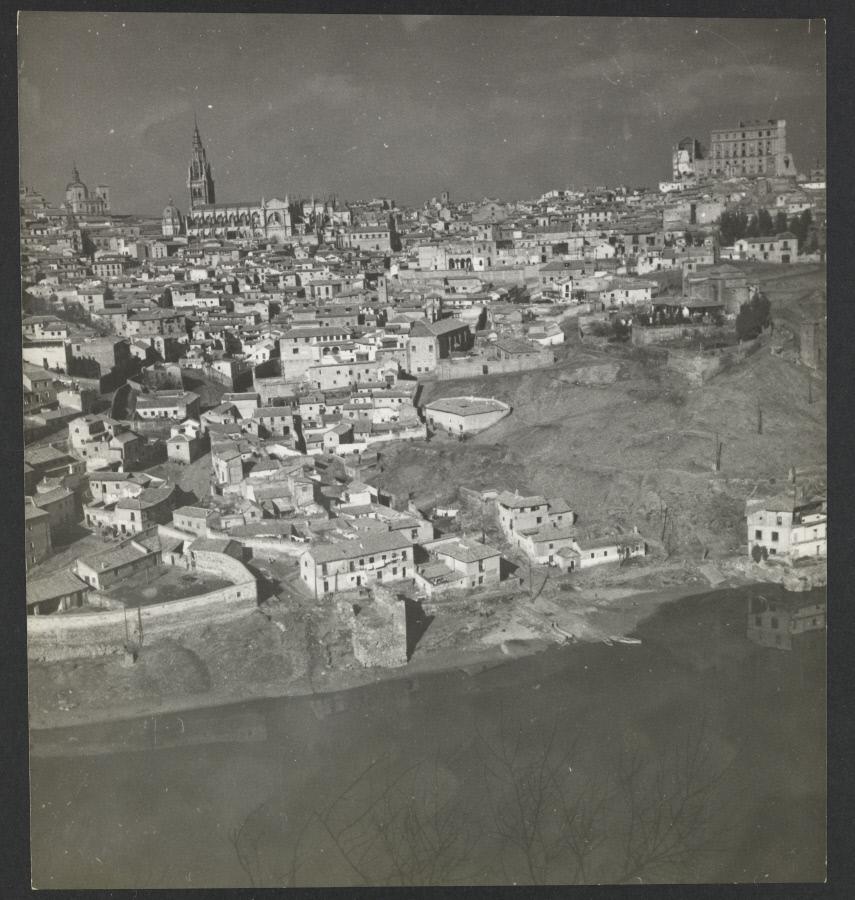 Vista general de Toledo. Fotografía de Yvonne Chevalier en 1949 © Roger Viollet