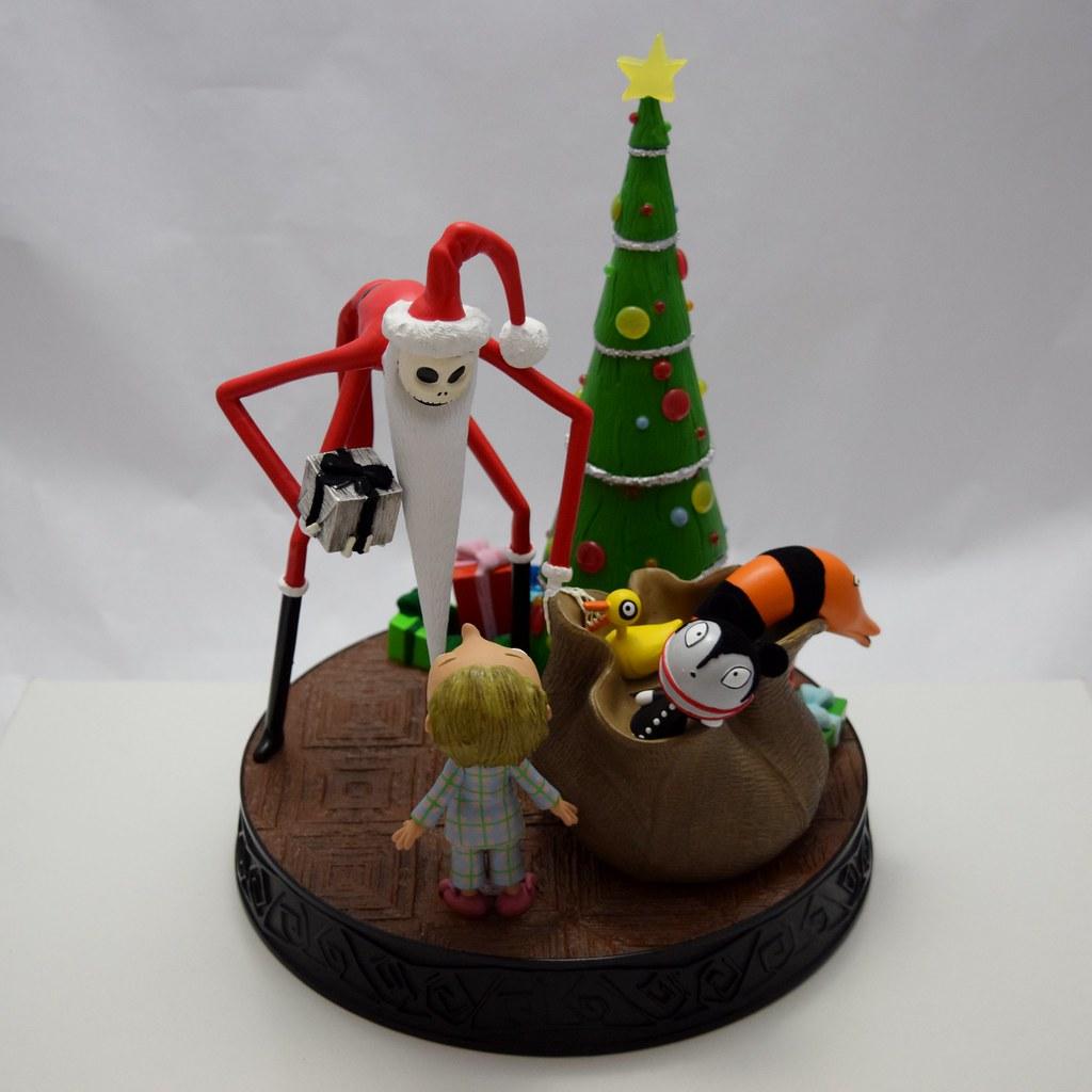 Santa Jack\'s Scary Presents Medium Figurine - Nightmare Before ...