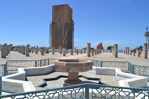 Rabat. Torre Hassam II - Mausoleo Mohamed V 06-2016(1)