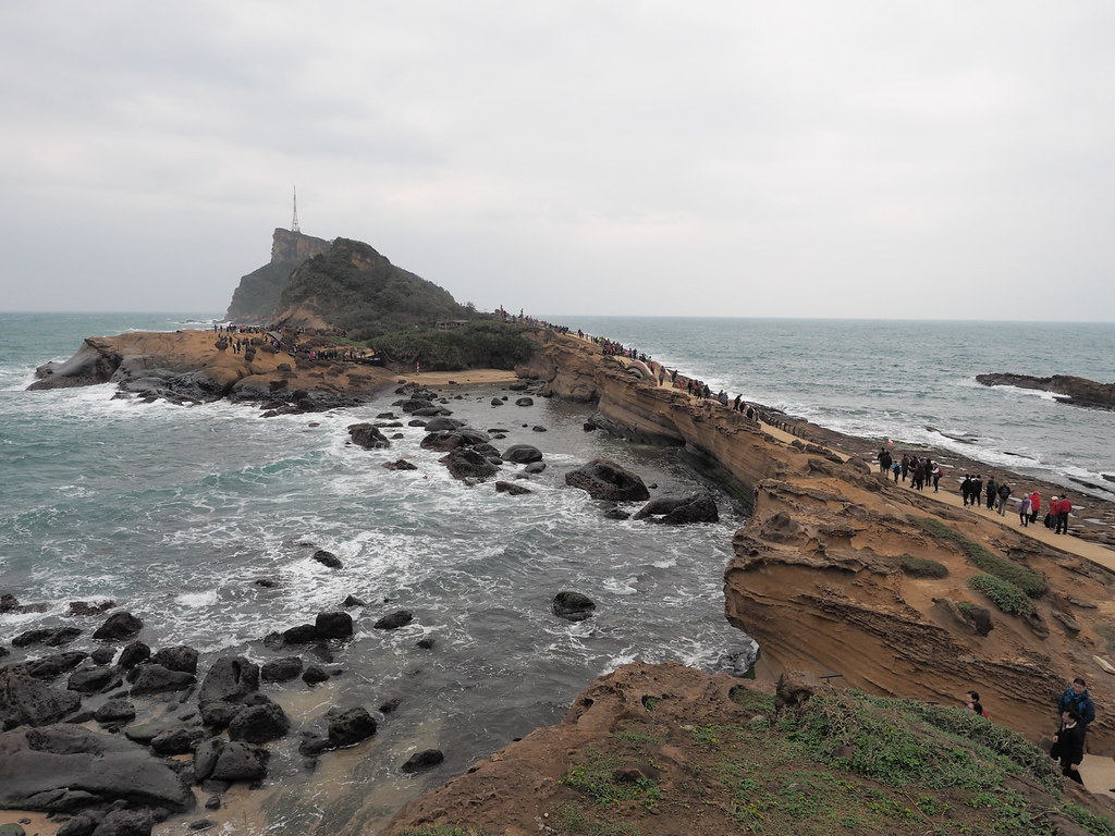 Yehliu Geopark (野柳地質公園) at Taipei, Taiwan - such a big area of eroded rock formations