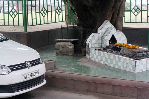 City Faith - An Unknown Mystic's Roadside Grave, Zakir Hussain Marg