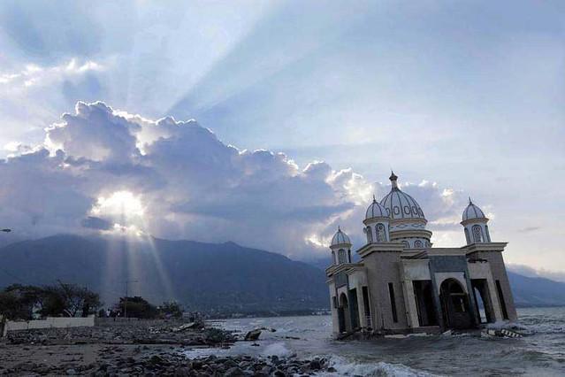 تصاویر/ مسجدی که در سونامی تخریب نشد!
