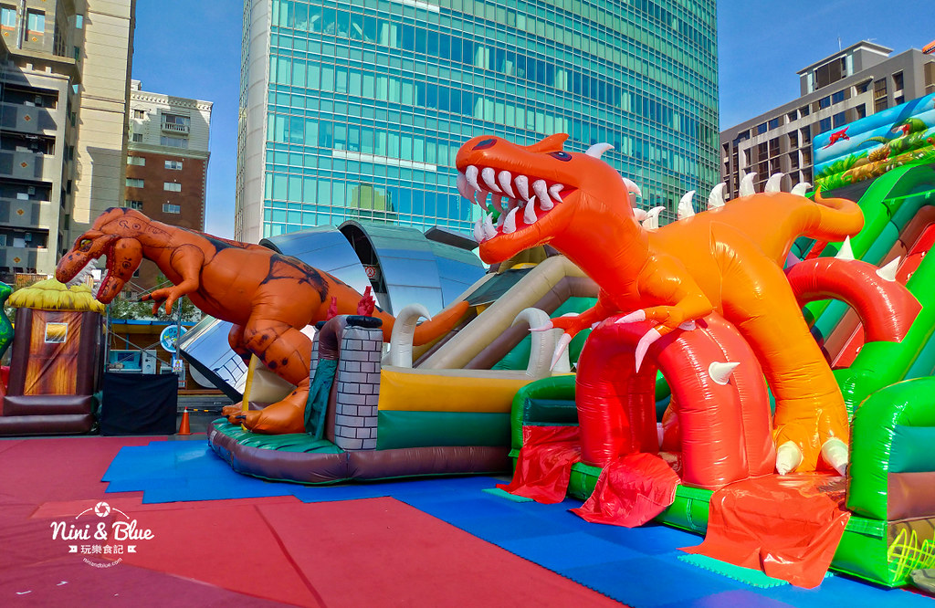 45330409095 d29bbc8290 b - 勤美誠品6座中大型恐龍主題氣墊,小孩放電專區