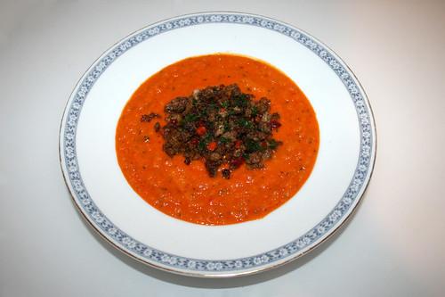 52 - Bell pepper carrot soup with mince gröstl - Served / Paprika-Möhrensuppe mit Hackfleischgröstl - Serviert