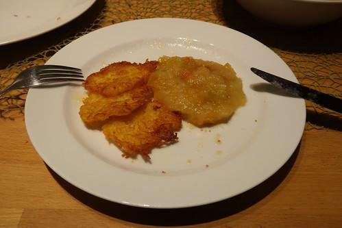 Kartoffelpuffer mit Apfelkompott (mein 2. Teller)