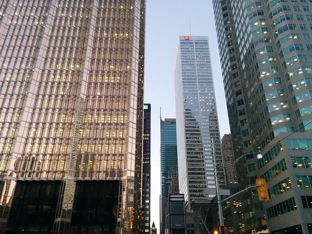 Glittering in the evening #toronto #financialdistrict #baystreet #frontstreet #skyscraper #skyline #evening