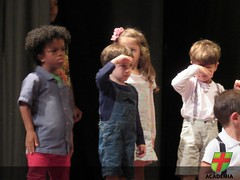 Maternal II apresenta peça para familiares