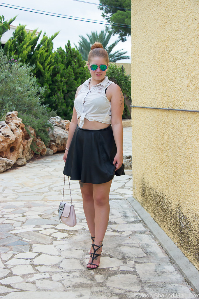 Outfit_Spain_altea_leatherskirt_white_shirt-13