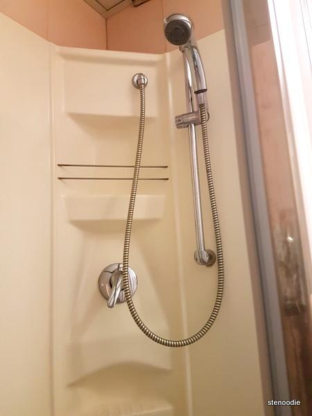Hotel La Pace shower