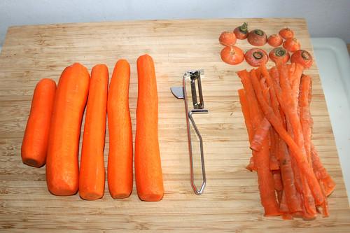13 - Möhren schälen / Peel carrots