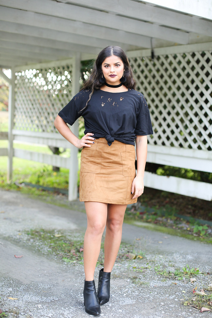 Priya the Blog, Nashville fashion blog, Nashville fashion blogger, Nashville style blog, Nashville style blogger, suede miniskirt, black booties with pointed toe, black distressed t-shirt, how to wear a suede miniskirt, Fall fashion, velvet choker, how to style a distressed t-shirt