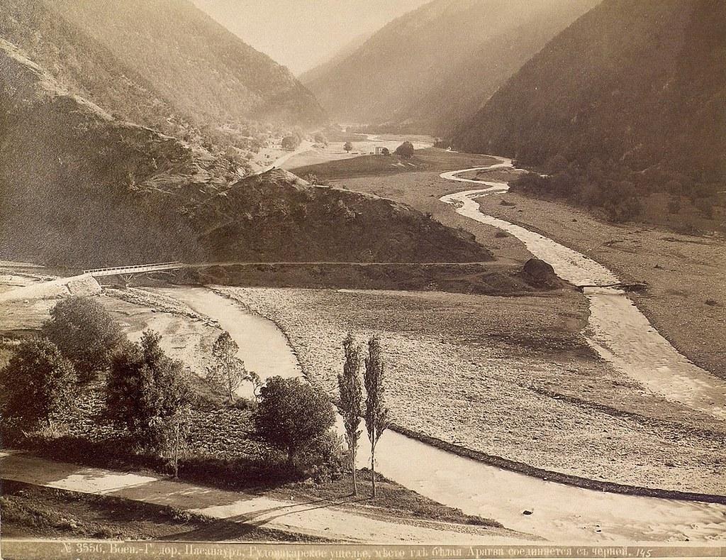 Окрестности Мцхета. Пассанаур. Гудомакарское ущелье, место, где белая Арагви соединяется с черной