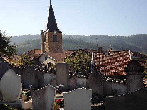 Saint Nizier d'Azergues: l'église vue du cimetière