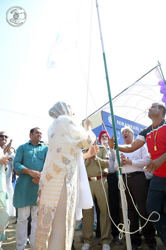 Satguru Mata Ji hoisting the flag