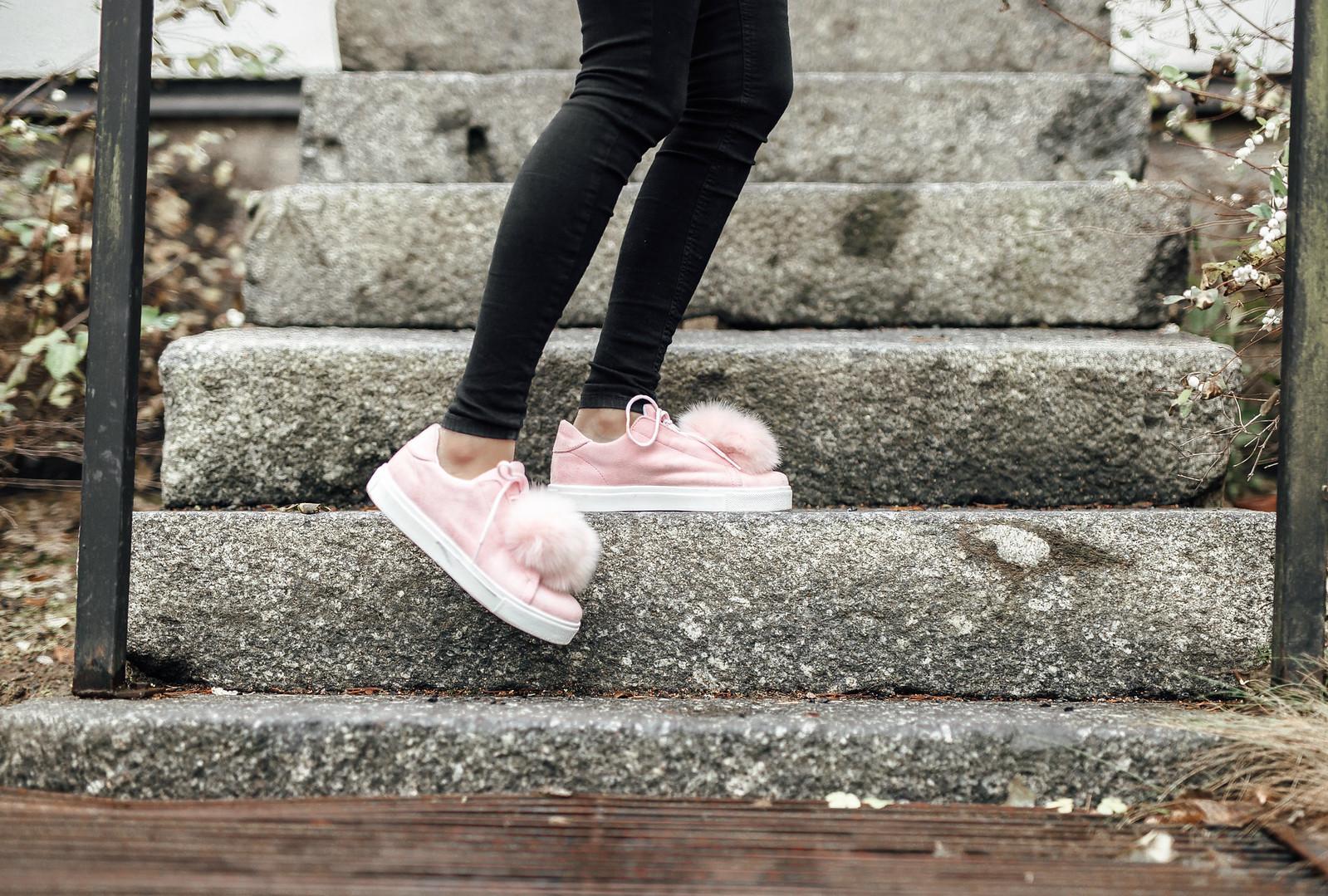vaaleanpunaiset tennarit