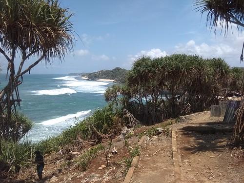 pantai sebelah barat pulau drini