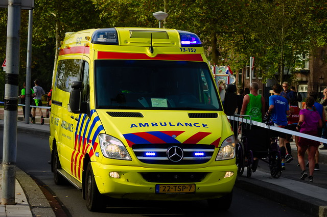 Dutch Ambulance on an, Canon EOS 1100D, Canon EF-S 55-250mm f/4-5.6 IS II