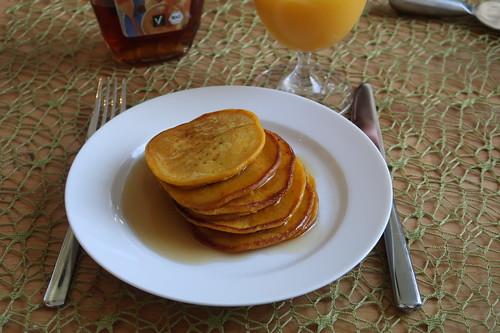 Kürbispfannkuchen mit Ahornsirup (meine Portion)