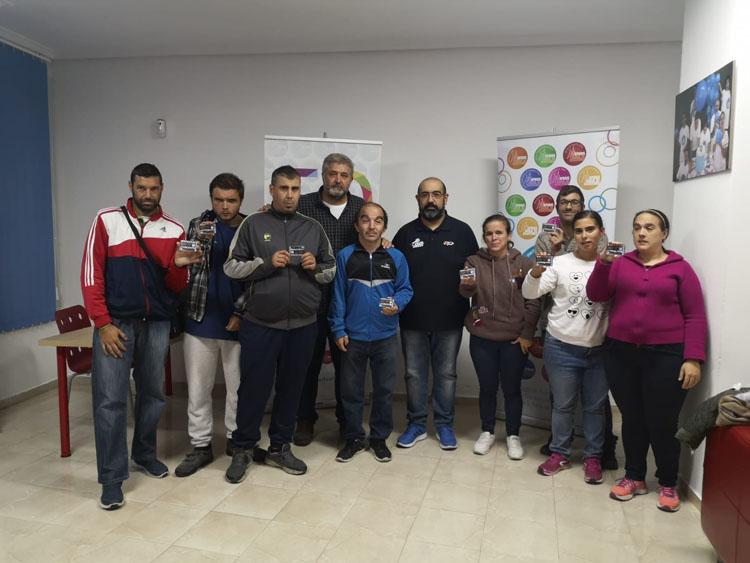 El UDEA Algeciras entrega los abonos a usuarios de Apadis