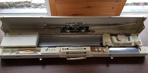 Singer Memo-Matic 327 Knitting Machine for Sale $275 Essex, ON