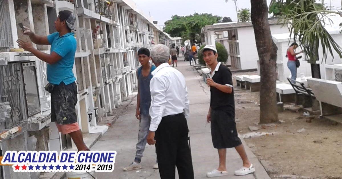 Cementerios de Chone listos para recordar a difuntos