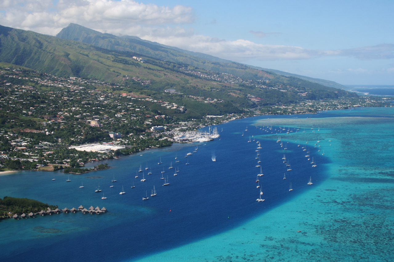 Southern suburbs of Papeete (commune of Punaauia). Photo taken by Remi Jouan on May 18, 2009