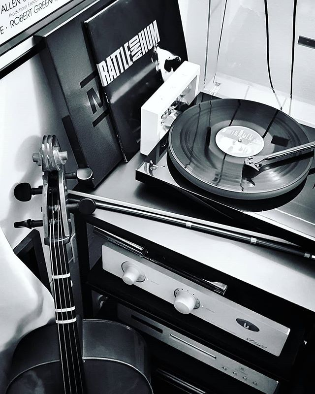 Music for the night #home #life #music #vynil #lp #u2 #cello #blackandwhite #bw #photooftheday #picoftheday #day #fun #play #love #pride #u2 #igers #igersitalia #igersmilano #night #workathome #nostop #monrio #unisonresearch #projectaudio #turntable